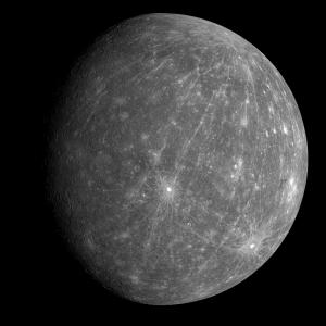Die Oberfläche des Merkur ähnelt der des Mondes.