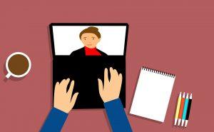 Ein Chat oder Flirt aus dem Date kann sich auch zu einem realen Treffen oder einer Traumpartnerschaft entwickeln.