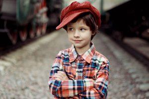 Emotional unreife Menschen verhalten sich wie kleine Kindern und sind störrisch, wenn sie ihren Wille nicht bekommen.