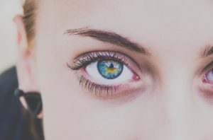 Augenbrauen-Zupfen, worauf es ankommt.